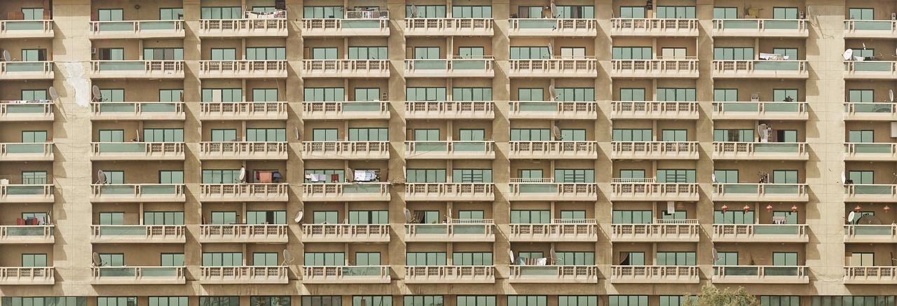 Vooraanzicht appartement balkons