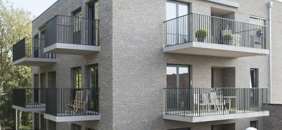 Klassieke balustrade verticale stijlen tot onderaan.