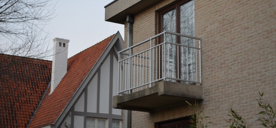 Balustrade klassiek verticale lijnen en enkele horizontale lijn boven